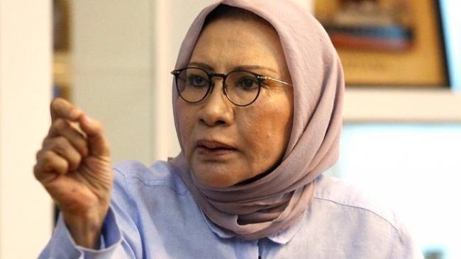 Hasil gambar untuk Breaking News: Mau Kabur? Ratna Sarumpaet Diamankan Polisi di Bandara